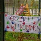 Herzliche Begrüßung am ersten Tag in den neuen Räumen     ---   Fotos: Karl Heinz Bleß