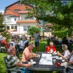Herrliches Wetter beim Sommerfest im Hotelgarten