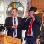 Ein Zylinder als Geschenk für den Bürgermeister