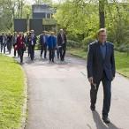 Vor der Sitzung ging es in den Kurpark zur Bescheidübergabe. Vorne die Samtgemeindebürgermeister Harald Dietzmann (Bad Grund) und Rolf Hellwig (Hattorf).