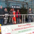 Die Organisatoren des 1. sozialen Weihnachtsmarktes. Ganz rechts Frank Uhlenhaut   ---  ---   Fotos: K.H.Bleß