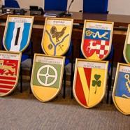 Insgesamt 14 Wappentafeln sind neu im Schloss Herzberg     ----   ---- Fotos: Karl Heinz Bleß