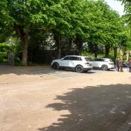 Der neugepfasterte Friedhofs-Parkplatz