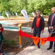 Feierliche Eröffnung: Die beiden Jungs waren von Gudrun Teyke kam zurückzuhalten.   ---   Fotos: Karl Heinz Bleß