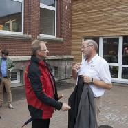 Gespräch vor der Veranstaltung mit Karl-Heinz Wolter: Erinnerungen an einen nächtlichen Brand auf der Baustelle hier. Trotz der Verzögerung konnte die Schule pünktlich beginnen. Sport soll in der neuen Halle im nächsten Monat möglich sein.