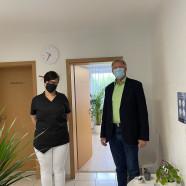 Podologin Franziska Bischoff und Dr. Gans in der neuen Praxis