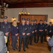 Pistorius spricht zu den Feuerwehrleuten.   -----   Fotos: K.H.Bleß