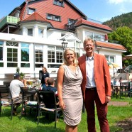 Carola Müller-Fohs freut sich über die Gratulation von Bürgermeister Dr. Thomas Gans   ---   ---  Fotos: Karl Heinz Bleß